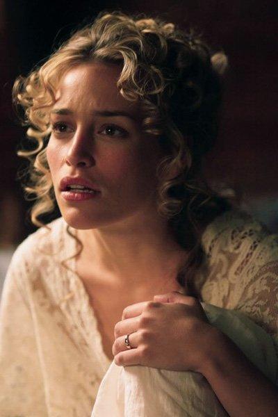 Piper Perabo as Julia McCullough.